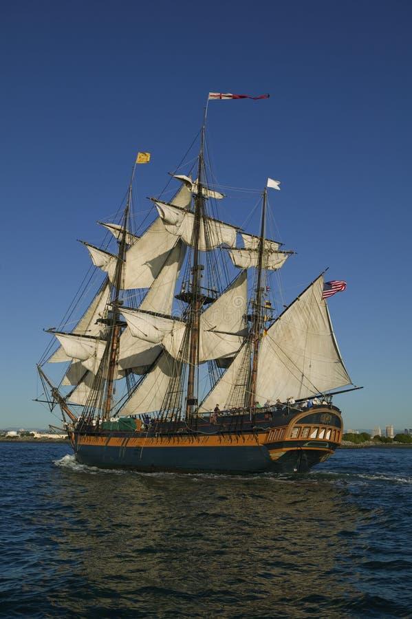 piratkopiera seglar shipen under royaltyfri fotografi