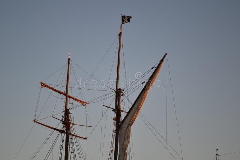 Piratkopiera skeppet seglar royaltyfria foton