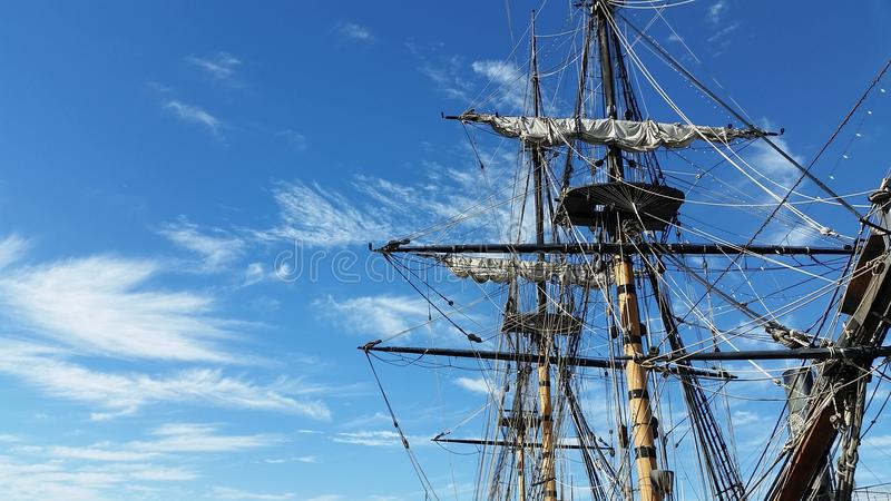 Piratkopiera skeppmasten royaltyfri fotografi