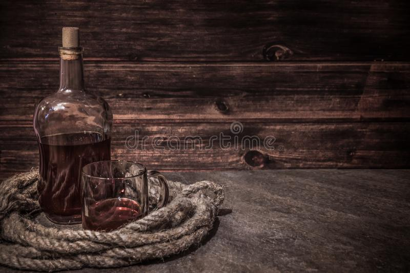 Piratkopiera tabellen, kaptenkabininre arkivfoton