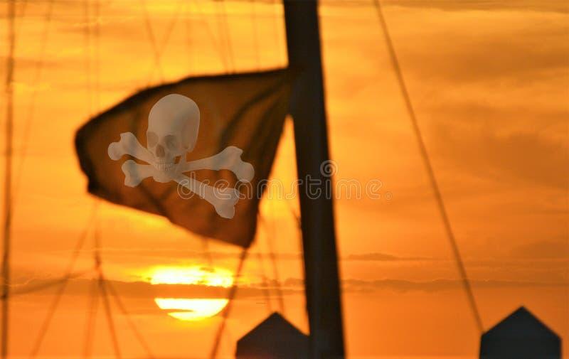 Piratkopierar använde många flaggor för att designera vem och vad de var royaltyfria foton