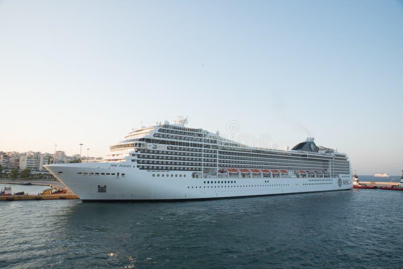 Pireaus Grekland Juli 17, 2018: Kryssningskepp på skeppsdockan royaltyfri bild