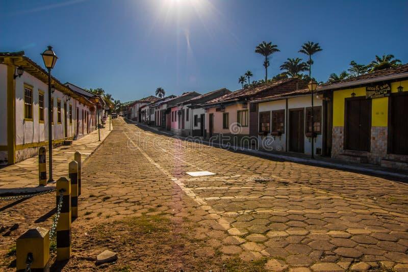 Pirenopolis, el Brasil - 2 de julio de 2017: Calle de Pirenopolis fotos de archivo
