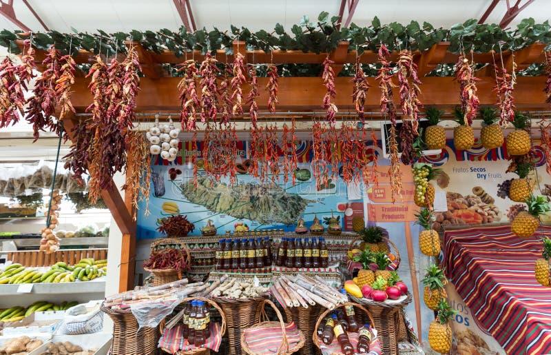 Piri-piri de poivre de piment rouge sur le marché célèbre de DOS Lavradores, île de Funchal Mercado de la Madère, image libre de droits