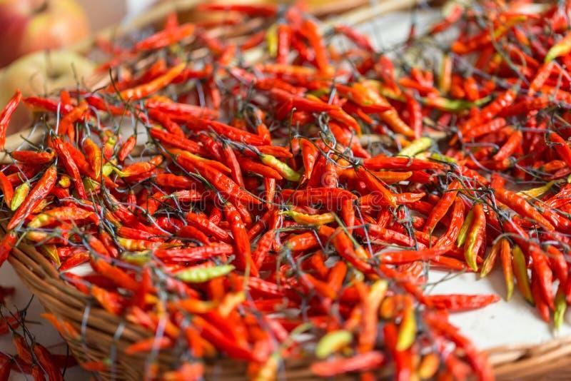 Piri-piri de poivre de piment rouge sur le marché célèbre de DOS Lavradores, île de Funchal Mercado de la Madère, photographie stock libre de droits