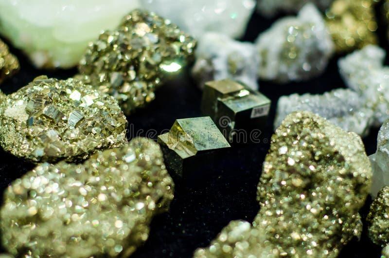 Pirite mineral ou pirite de ferro para venda no armazém fotos de stock royalty free