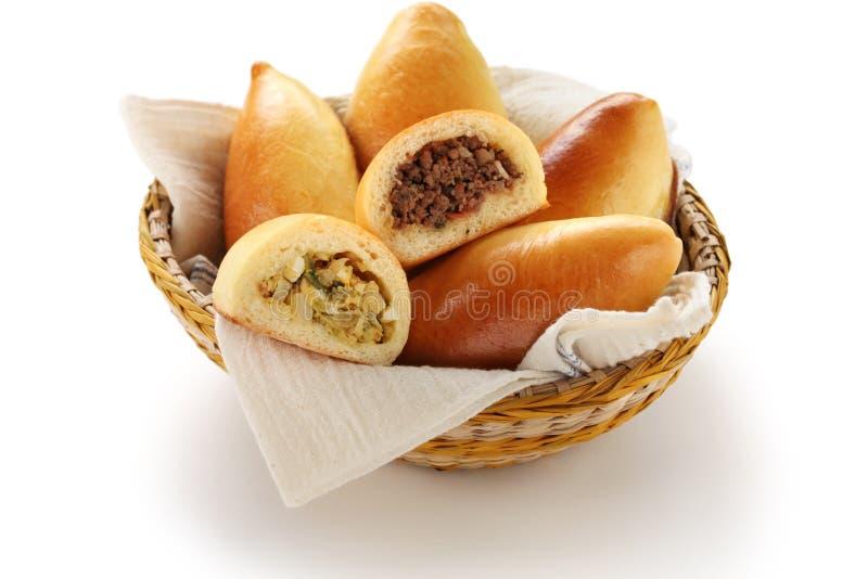 Piroshki, pirozhki, comida rusa foto de archivo libre de regalías
