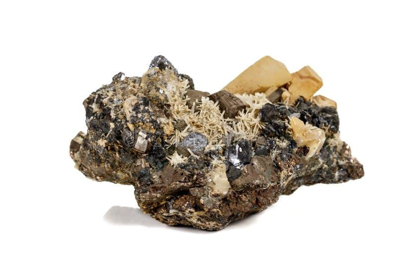 Pirrotita mineral de piedra macra, cuarzo, esfalerita, calcita, galena en el fondo blanco imagen de archivo
