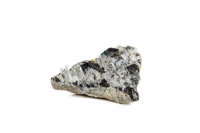 Pirrotita mineral de piedra macra, cuarzo, esfalerita, calcita, galena en el fondo blanco imagenes de archivo