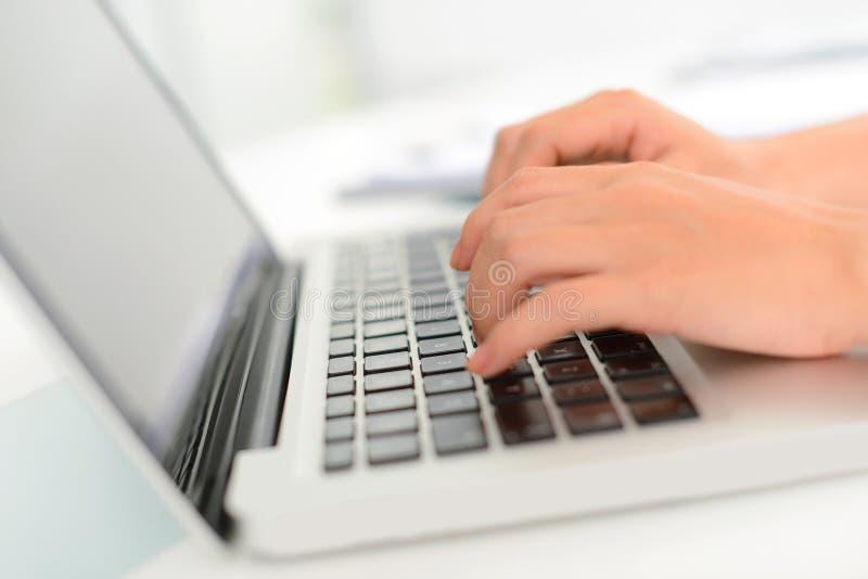 Pisać na maszynie zdjęcia stock