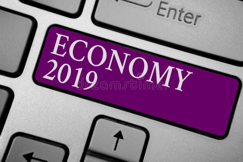 Pisać nutowej pokazuje gospodarce 2019 Biznesowa fotografia pokazuje stan bogactwo i zasoby kraj w nadchodzącej rok klawiaturze zdjęcie stock