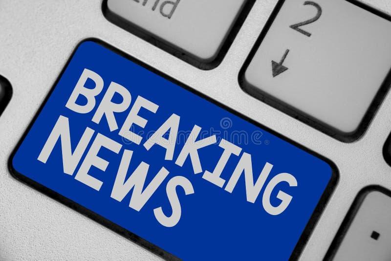 Pisać nutowej pokazuje wiadomości dnia Biznesowa fotografia pokazuje specjalnego raportu zawiadomienie Zdarza się aktualne sprawy zdjęcia stock
