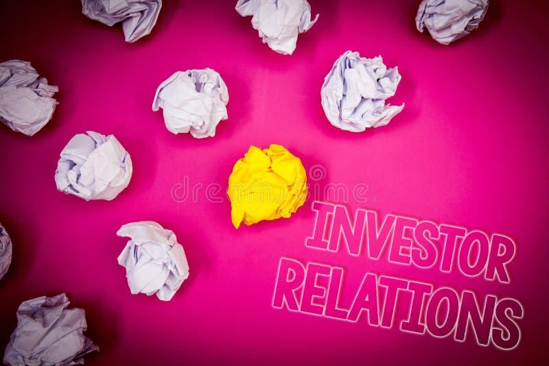 Pisać nutowych pokazuje inwestorów powiązaniach Biznesowa fotografia pokazuje Finansowego Inwestorskiego związek Negocjuje udział obraz stock