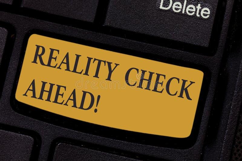 Pisać nutowym pokazuje tescie rzeczywistości Naprzód Biznesowy fotografii pokazywać robi one rozpoznawać prawdę o sytuacji someon zdjęcie royalty free