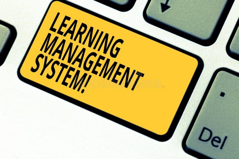 Pisać nutowym pokazuje uczenie system zarządzania Biznesowa fotografia pokazuje oprogramowania zastosowanie który używa obraz stock