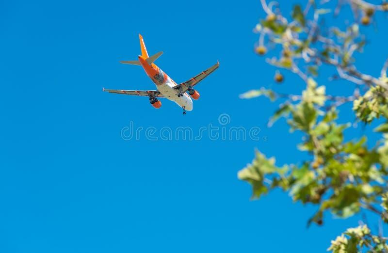 PISA - AUGUSTUS 25, 2015: Easyjetvlucht in Galilei-luchthaven Easyj royalty-vrije stock afbeeldingen