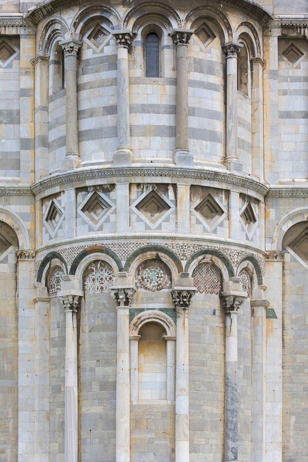 Pisa Baptistery av St John, detaljer av fasaden, Pisa, Italien royaltyfri foto