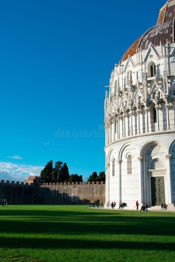 Pisa Baptistery i Pisa, Italien royaltyfri fotografi