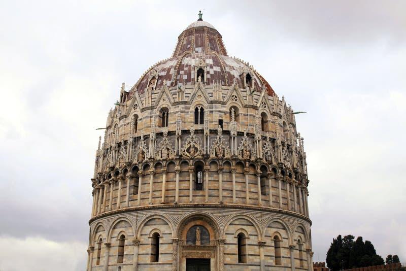 Pisa Baptistery, Italien royaltyfria bilder