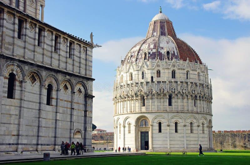 Pisa Baptistery och domkyrka royaltyfri foto