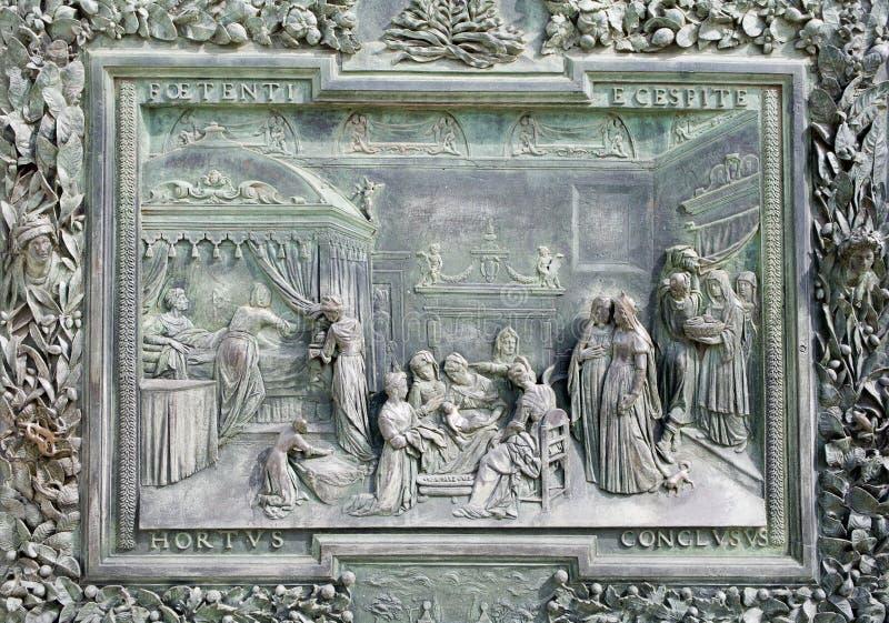 Pisa - detalhe da porta de bronze imagens de stock