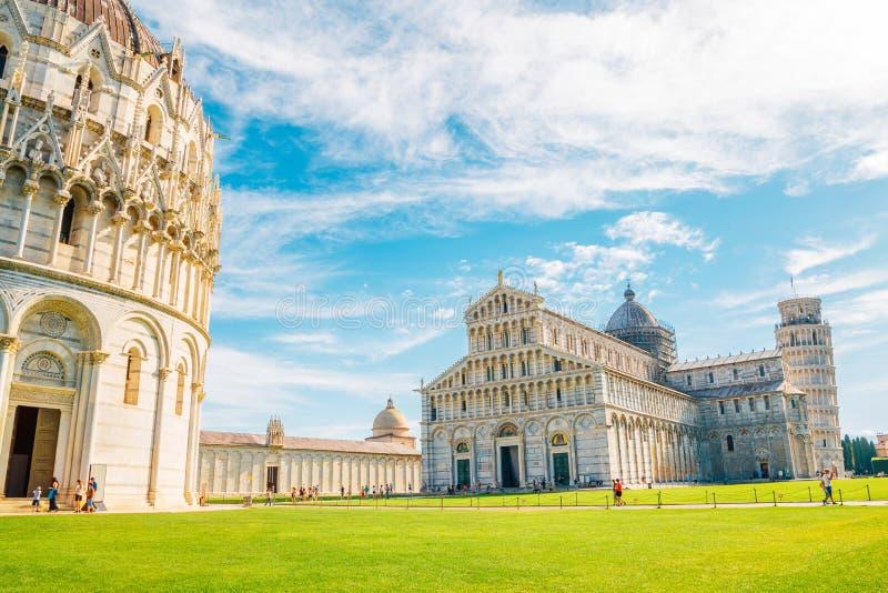 Pisa domkyrka och Piazza del Duomo i Italien arkivbild