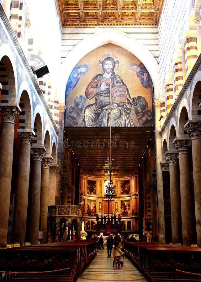 PISA ITALIEN - CIRCA FEBRUARI 2018: Inre av den Pisa domkyrkan på fyrkanten av mirakel arkivbild