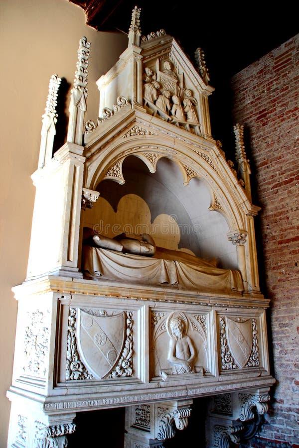 PISA ITALIEN - CIRCA FEBRUARI 2018: Inre av den monumentala kyrkogården på fyrkanten av mirakel arkivbilder