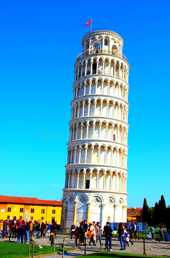 PISA, ITALIEN - CIRCA IM FEBRUAR 2018: Der lehnende Turm von Pisa am Quadrat von Wundern lizenzfreies stockfoto