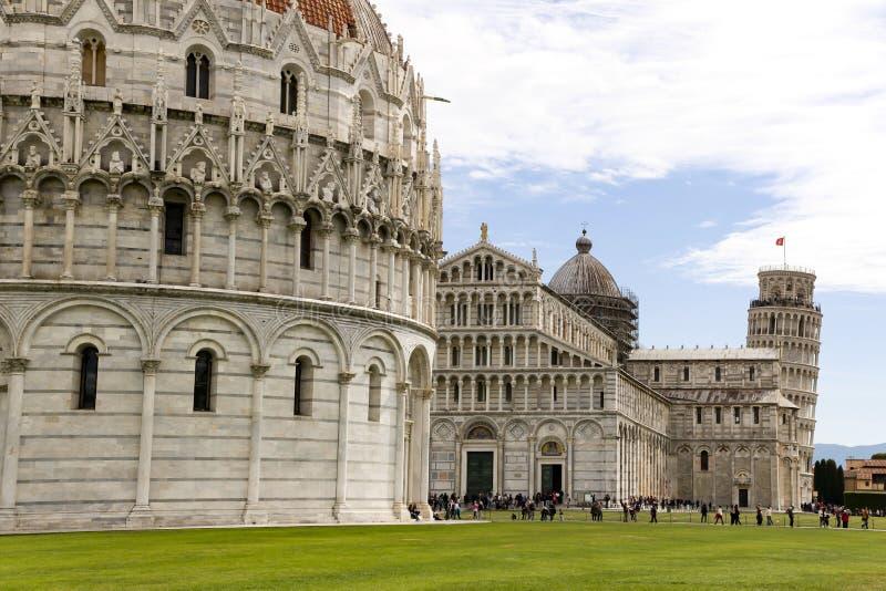 Pisa, Italy Catedral e a torre inclinada no quadrado de Miracoli do dei da praça dos milagre fotografia de stock