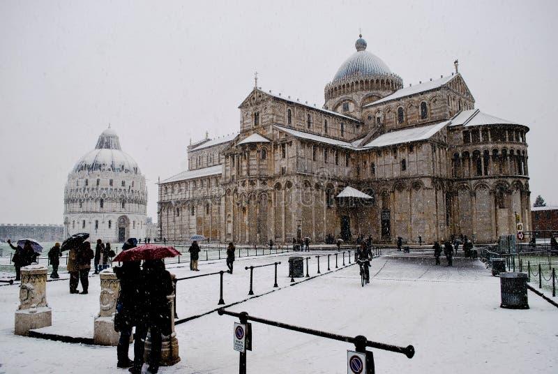 Pisa, Piazza dei Miracoli, sneeuw royalty-vrije stock afbeelding