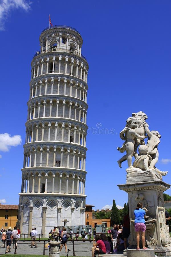 Pisa torn - landskap av Pisa - Italien royaltyfria foton