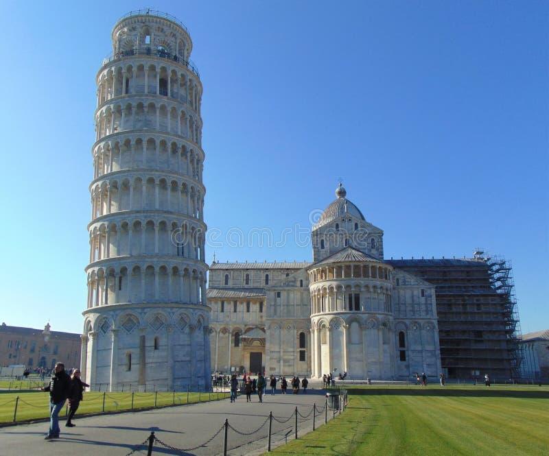 Pisa Toscânia Itália Torre inclinada de Pisa e de catedral imagem de stock