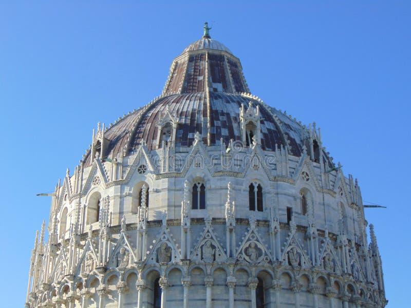 Pisa Toscana Italia Baptisterio de Pisa del bautisterio de StJohn Pisa, parte superior del edificio fotos de archivo