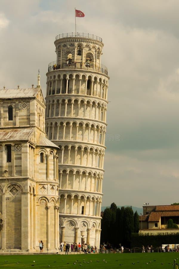 Pisa-Turm/der lehnende Turm von Pisa, Italien an einem bewölkten Tag stockbilder