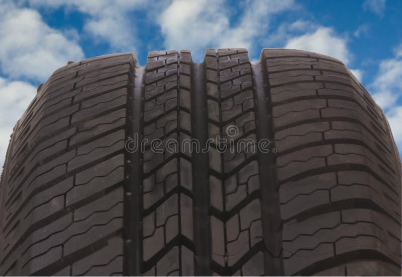 Pisada 6 del neumático imagen de archivo