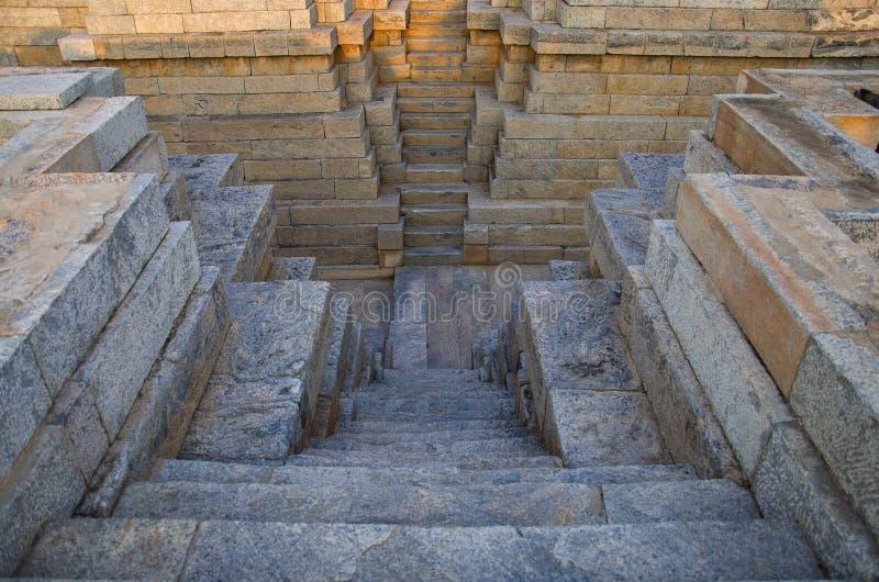 Pisado bem no templo de Mahadeva, foi construído cerca 1112 do CE por Mahadeva, Itagi, Karnataka fotografia de stock