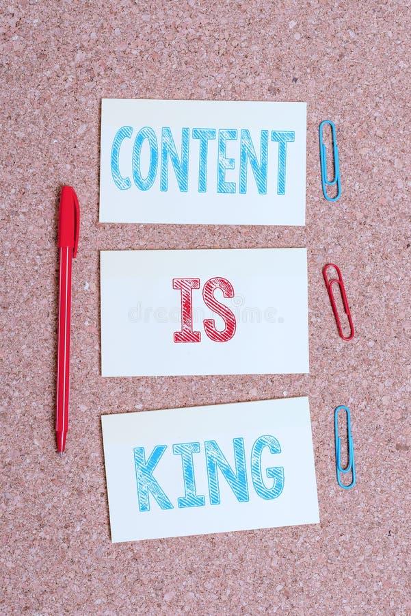 Pisanie notatek przedstawiających zawartość jest królem Fotografia biznesowa prezentująca słowa, które sprzedają produkty i zapew zdjęcie stock