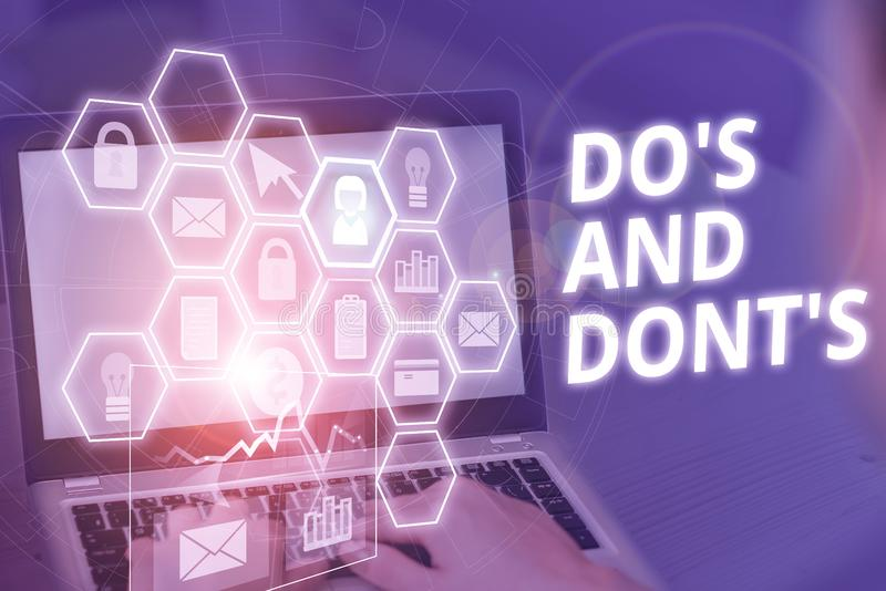 Pisanie tekstu w formacie Do S i Don Koncepcja biznesowa Reguły lub zwyczaje dotyczące niektórych działań lub akcji Zdjęcie fotografia stock