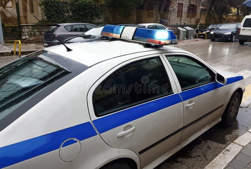 Piscar claro azul do carro de polícia imagens de stock