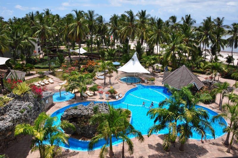 Piscina-área en la playa del filón de Diani y balneario en Mombasa imagen de archivo libre de regalías