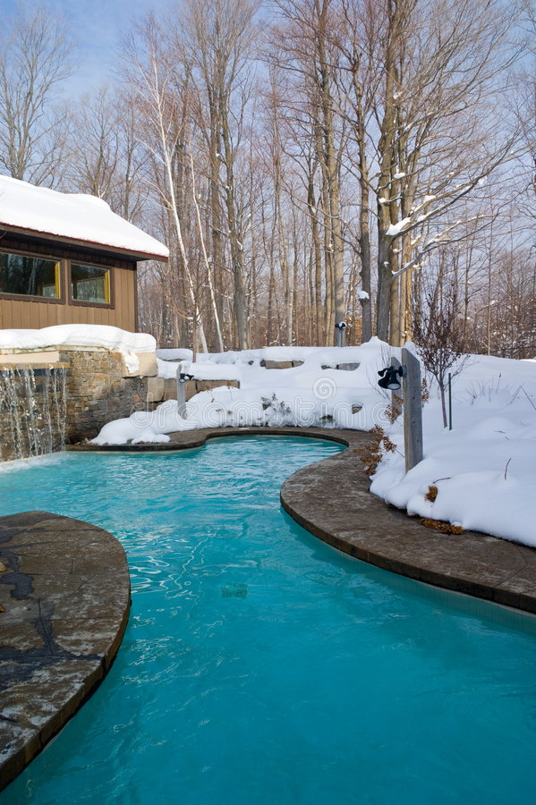 Piscina al aire libre del invierno fotografía de archivo libre de regalías