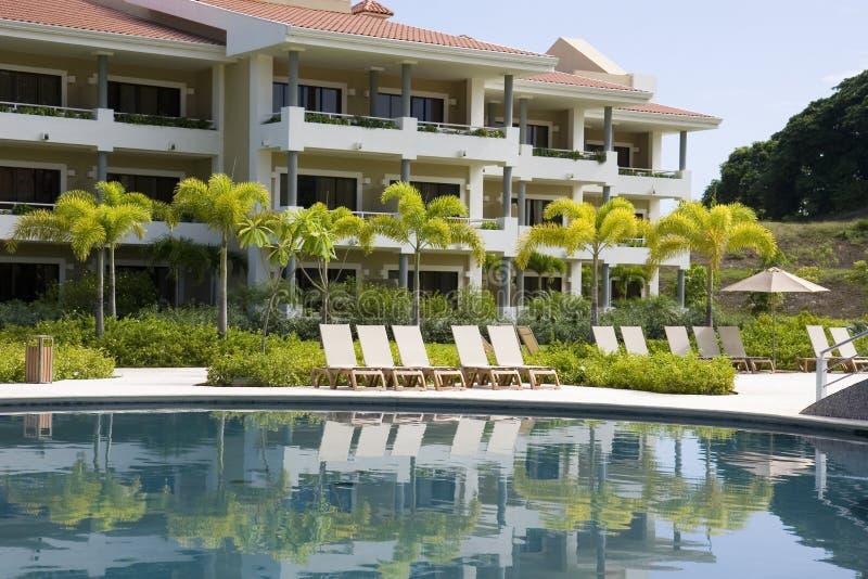 Piscina azul de Resort fotografía de archivo
