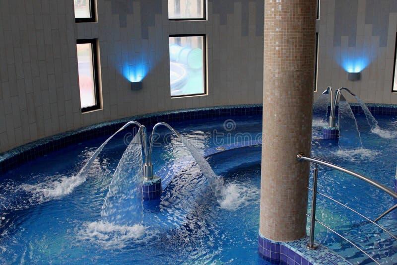 Piscina con agua termal fotografía de archivo libre de regalías