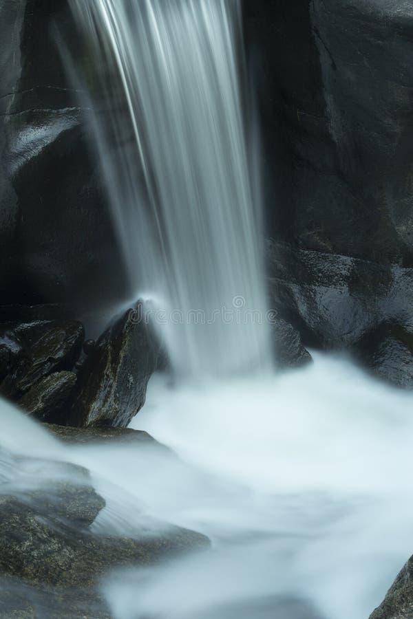 Piscina de la cascada y de la zambullida, Sugar River, New Hampshire, expo larga imagen de archivo