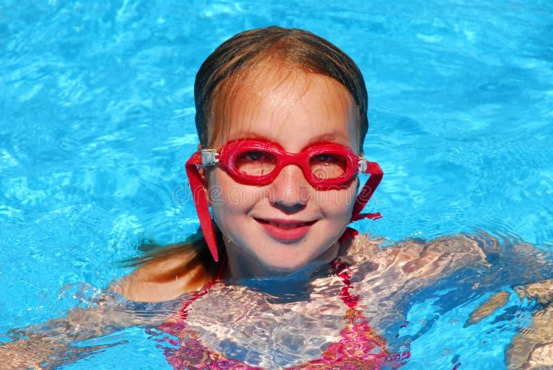 Piscina de nadada de la muchacha fotos de archivo