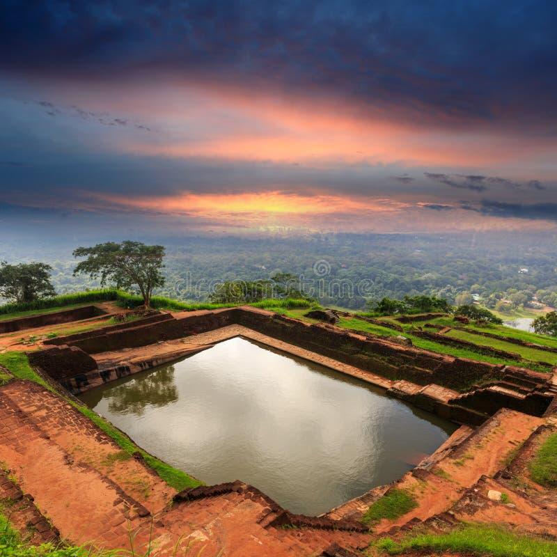 Piscina del swimmig del rey en el castillo de Sigiriya imagen de archivo libre de regalías