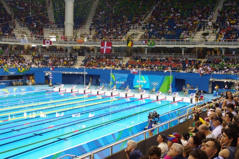 Piscina en el estadio olímpico de los Aquatics foto de archivo