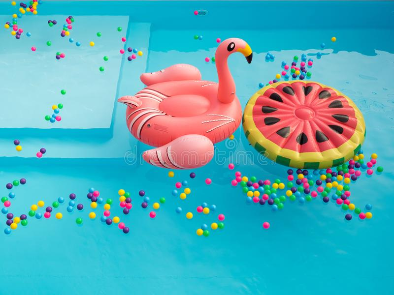 Piscina Floaties colorido fotografía de archivo libre de regalías