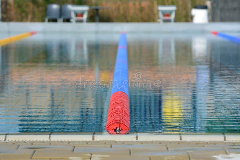 A piscina grande com trilhas fotografia de stock royalty free